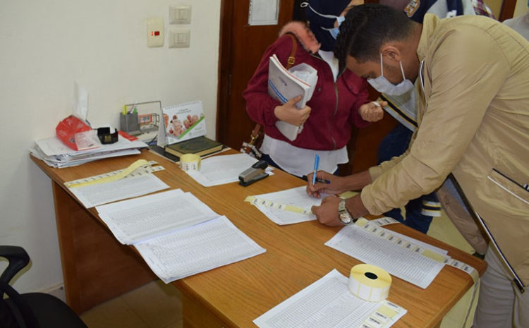 ERU conducts a checkup for dental students before dealing with patients in clinics